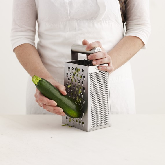 Doos grater with zucchini